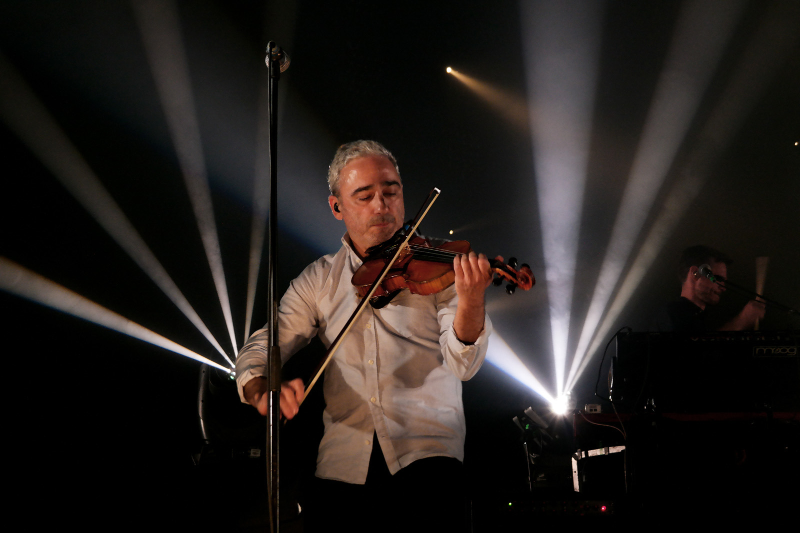 Arnaud Samuel violoniste groupe Louise Attaque live concert Printemps de Bourges 2016 festival musique tournée Anomalie album photo scène usofparis blog