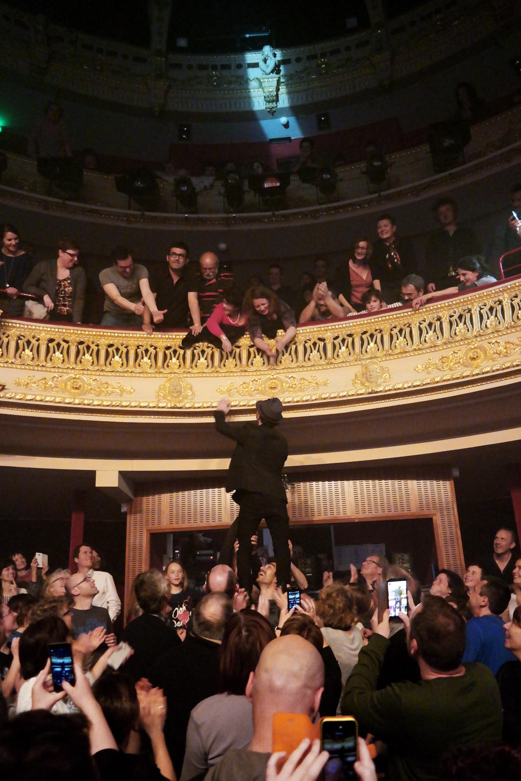 Dionysos groupe Mathias Malzieu live concert Printemps de Bourges 2016 festival musique tournée vampire en pyjama photo balcon scène usofparis blog
