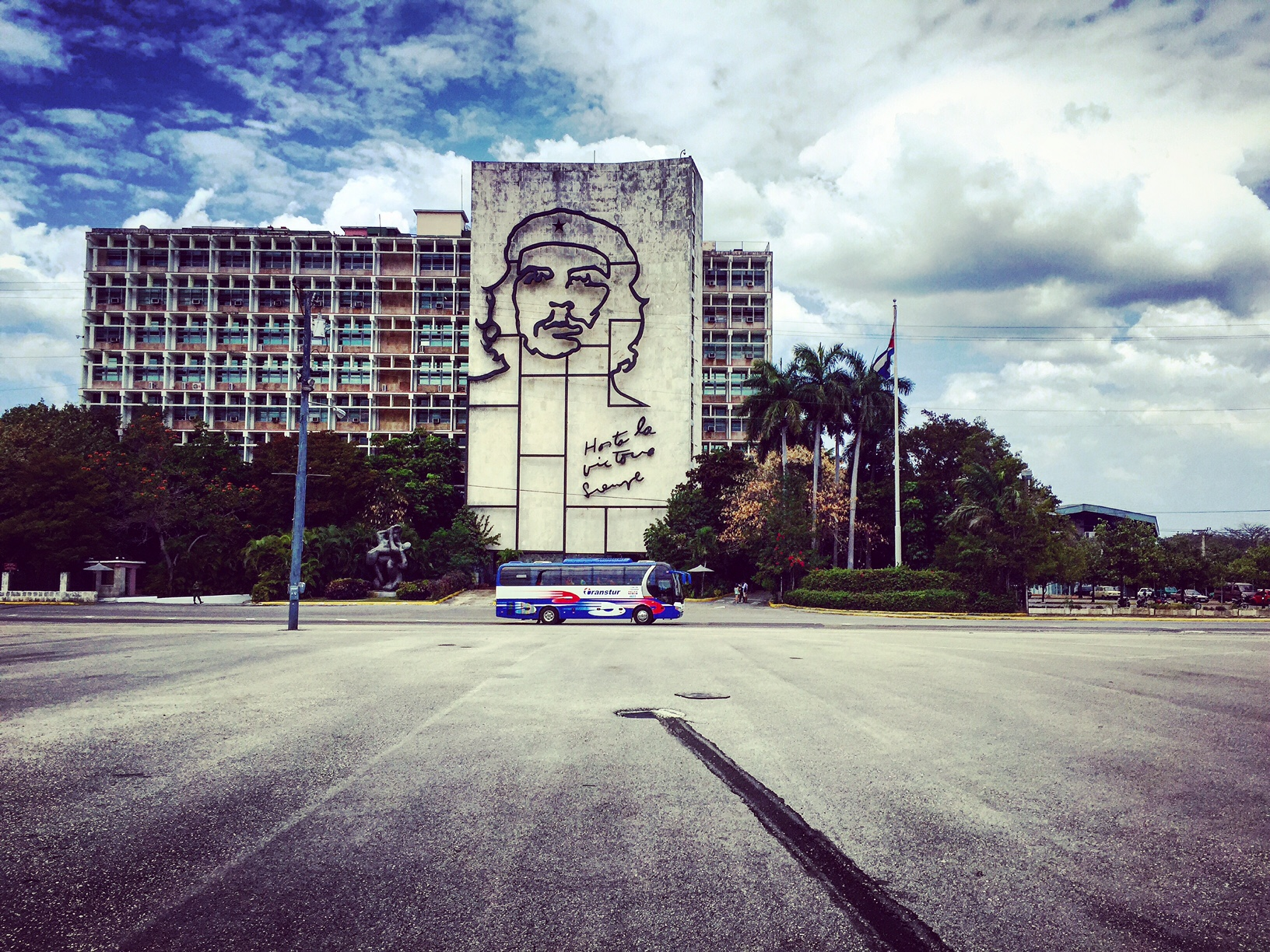 Plaza de la Revoluzion La Havane La Habana Cuba Commandant Che Guevara portrait photo usofparis travel blog voyage amérique du nord