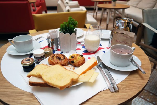 34B Hotel astotel paris 34 rue Bergere lobby breakfast with hot chocolate french design booking photo usofparis blog