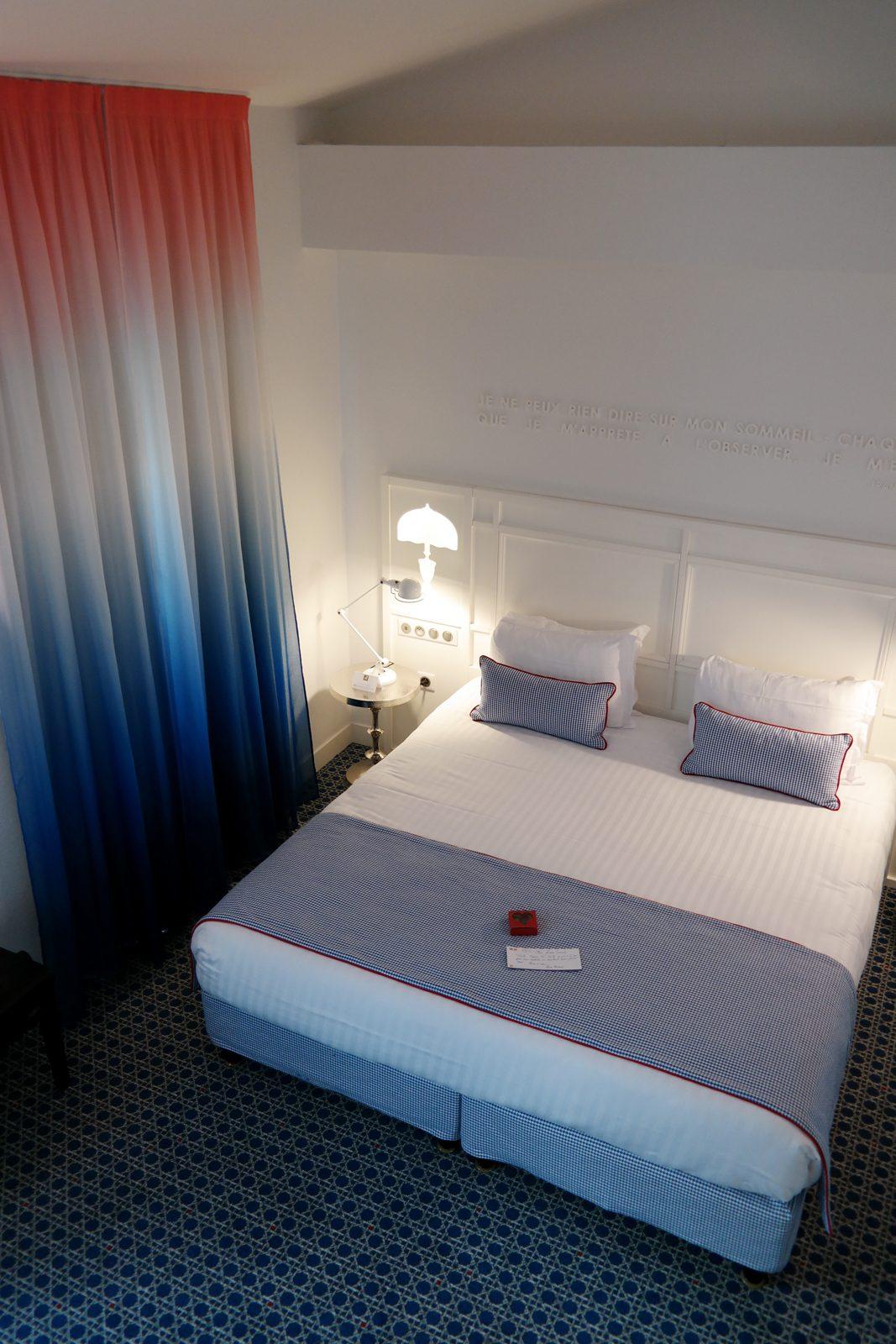 Hotel le 34B astotel paris 34 rue Bergere duplex room king size-bed booking french design tricolor curtain photo usofparis blog