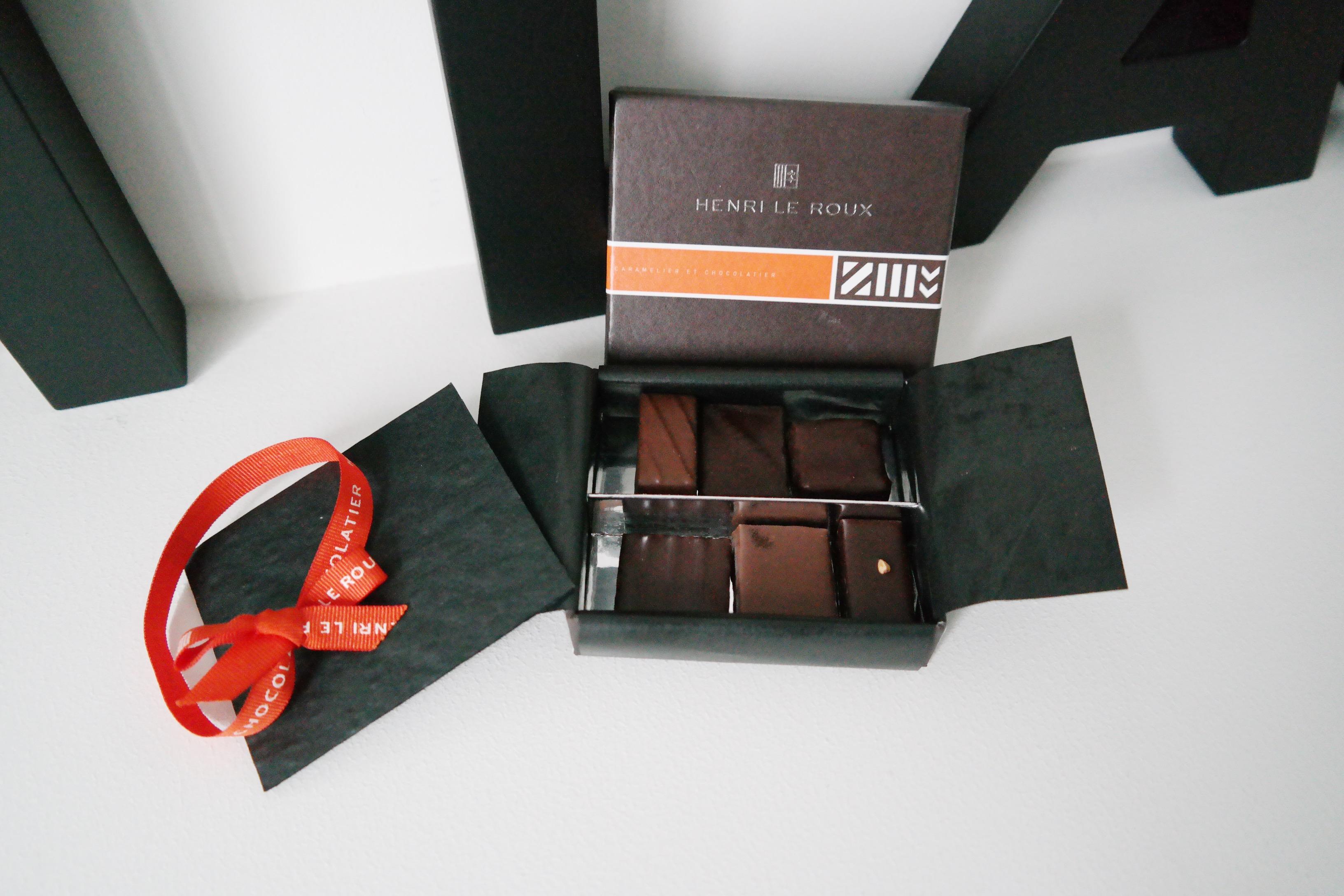 Maison-Henri-Le-Roux-Paris-Quiberon-Landévant-chocolatier-et-caramélier-coffret-Bretagne-sélection-chocolats-caramel-au-beurre-salé-fleur-de-sel-de-Guérande-gianduja-photo-blog-usofparis