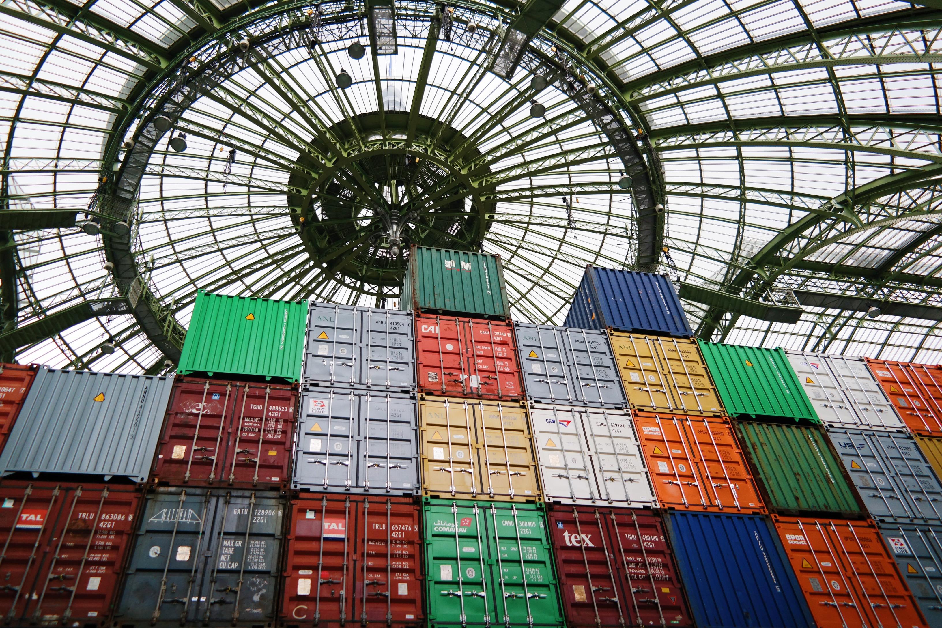 Monumenta-2016-Empires-Huang-Yong-Ping-Grand-Palais-Paris-containers-sous-verrière-coupole-Nef-kamel-Mennour-photo-usofparis-blog