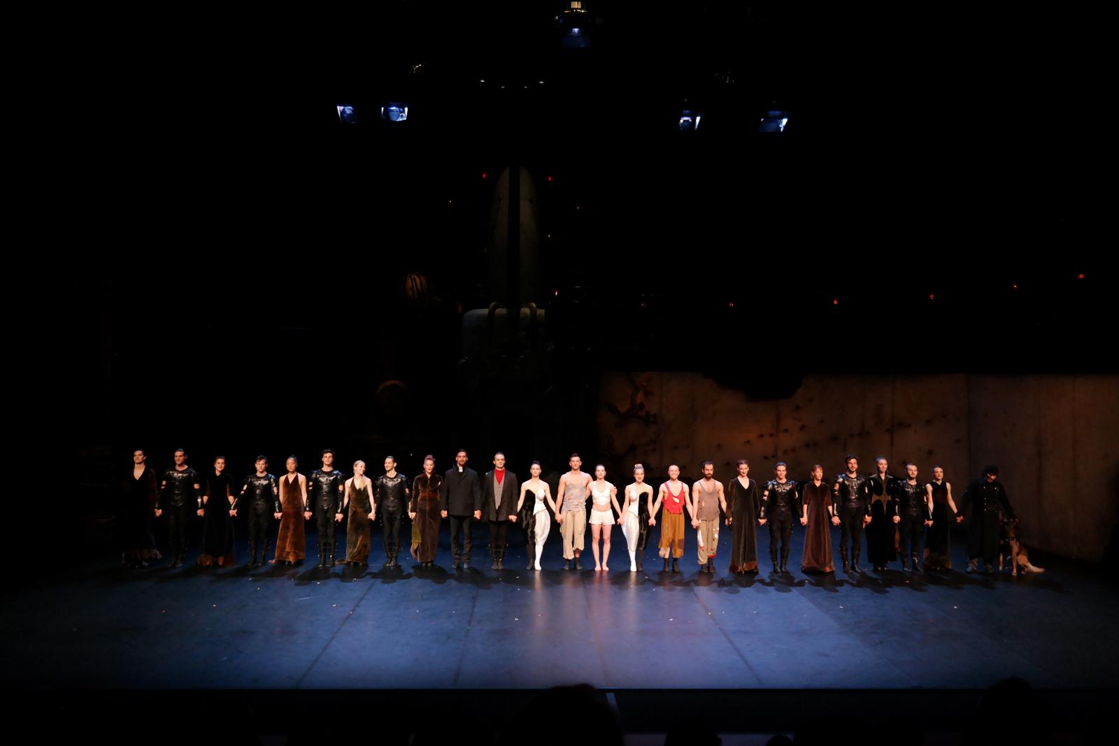 Roméo et Juliette par le Ballet Angelin Preljocaj création en 1996 salut des 23 danseurs festival Perspectives 2016 Sarrebruck Saarbrücken photo usofparis blog