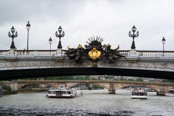 Bateaux parisiens brunch avis critique concours tour eiffel croisière visite balade promenade seine port de la bourdonnais Photo by United States of Paris