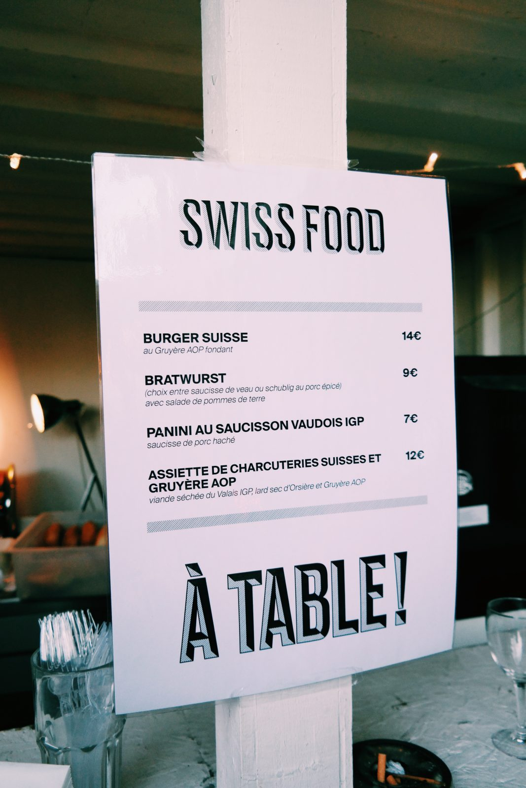 House-of-Switzerland-à-Paris-Wanderswiss-la-suisse-au-wanderlust-menu-street-food-burger-gruyère-charcuterie-événements-sportifs-culturels-festifs-matchs-Euro-2016-photo-usofparis-blog