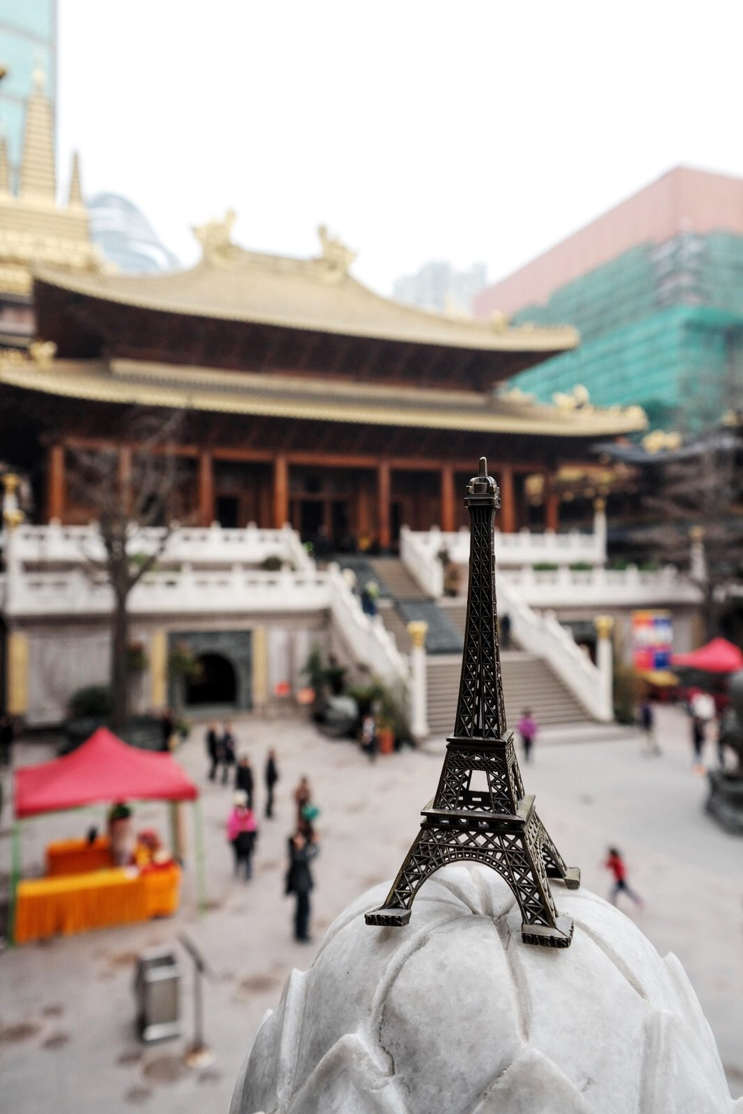Eiffel Tower and Jing an Temple Shanghai west nanjing road buddhist Temple of peace and tranquility tourisme photo usofparis travel blog