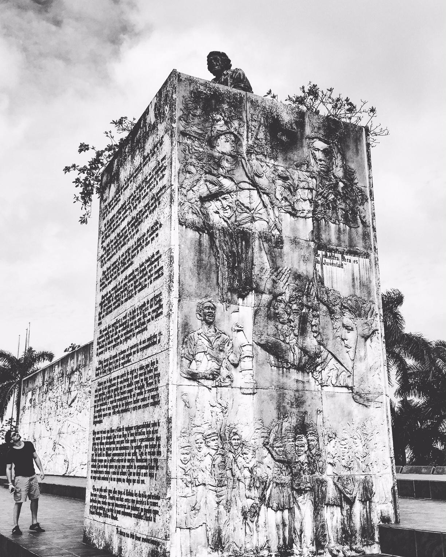 Mausolée et musée consacrés au Che à Santa Clara. Une statue immense dont on aperçoit la tête a été installée. Elle donne l'impression de dominer le monde