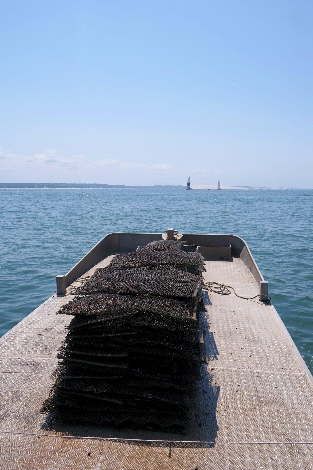 Poches à huitres en direction de la Dune du Pilat bateau eole sortie à la marée tourisme vacances photo usofparis blog