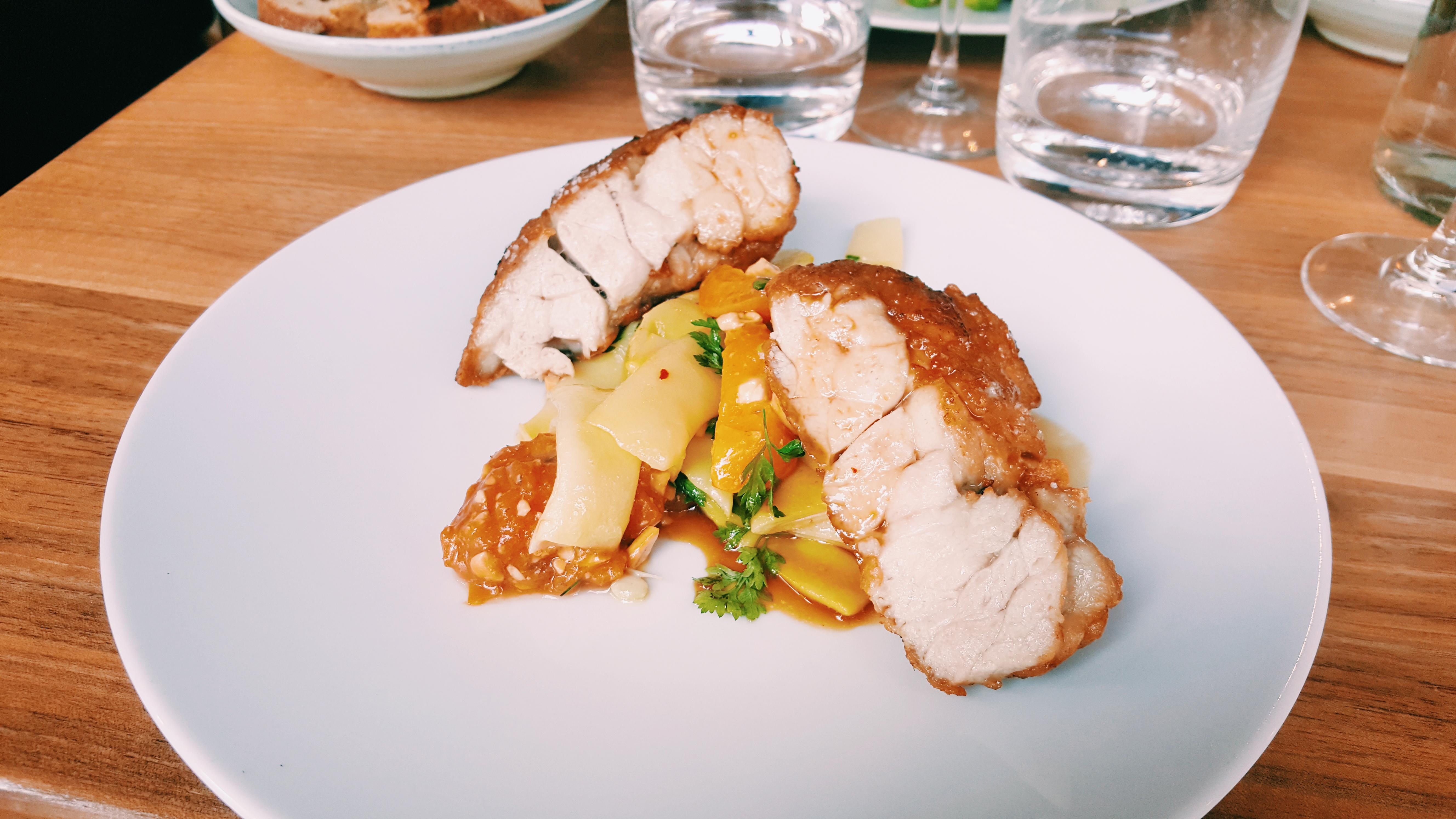 Ris-de-veau-haricots-beurre-abricots-noix-de-cajou-Le-Servan-restaurant-Paris-11e-menu-diner-Tatiana-Lehva-food-photo-usofparis-blog