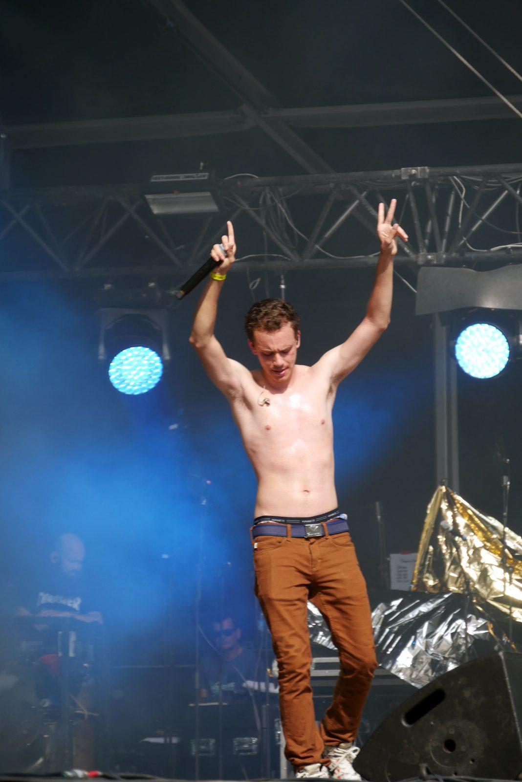Logic shirtless live concert Rock en Seine 2016 festival logic301 Bobby Tarantino tour stage photo usofparis blog