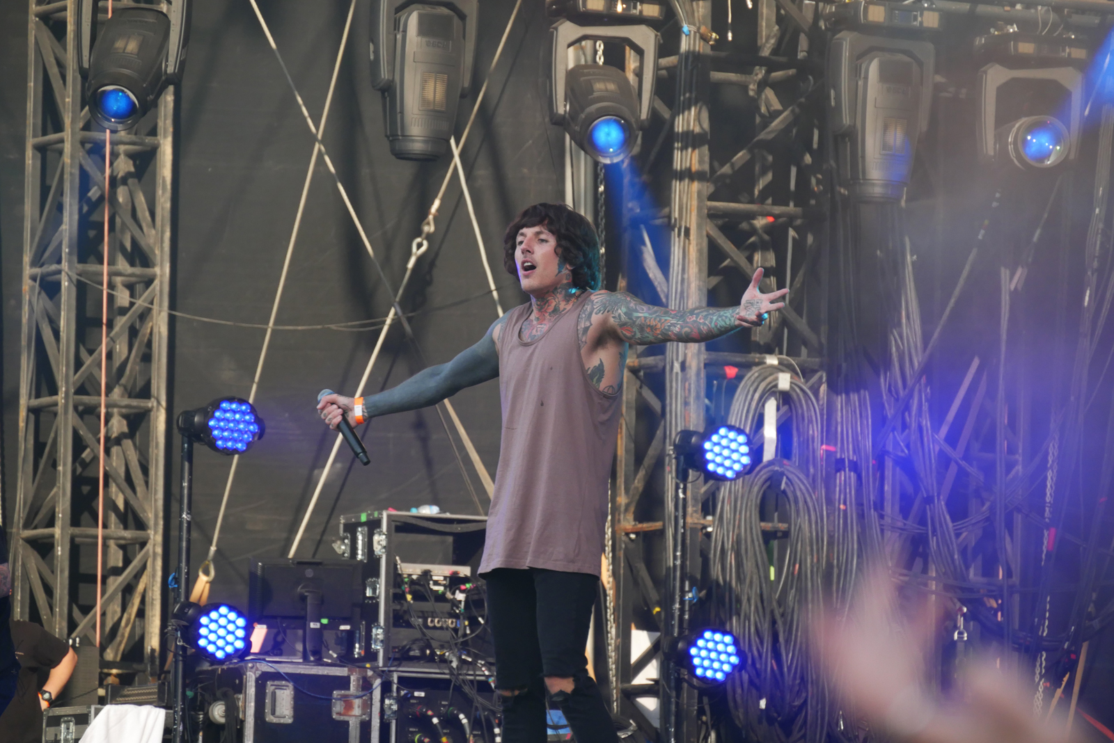 Oliver Sykes Bring me the horizon live concert Rock en Seine 2016 festival paris stage photo usofparis blog