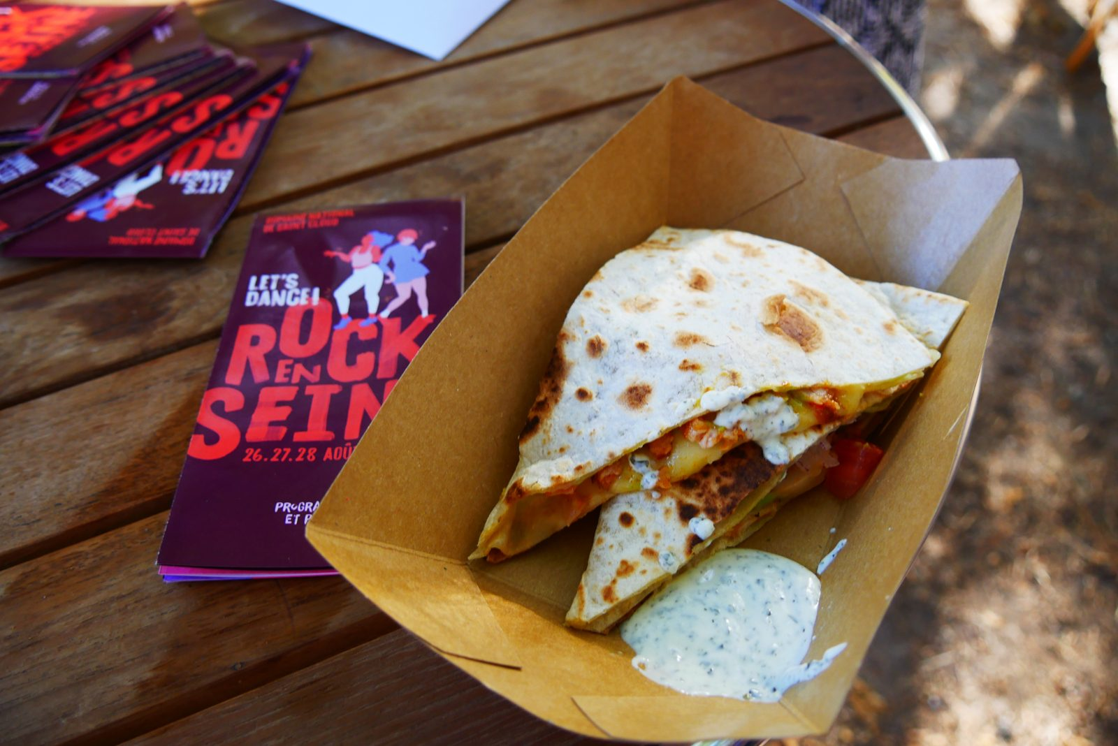 Quesadillas de poulet sauce piquante et fromage raclette richesmonts foodtruck festival Rock en Seine paris photo blog usofparis