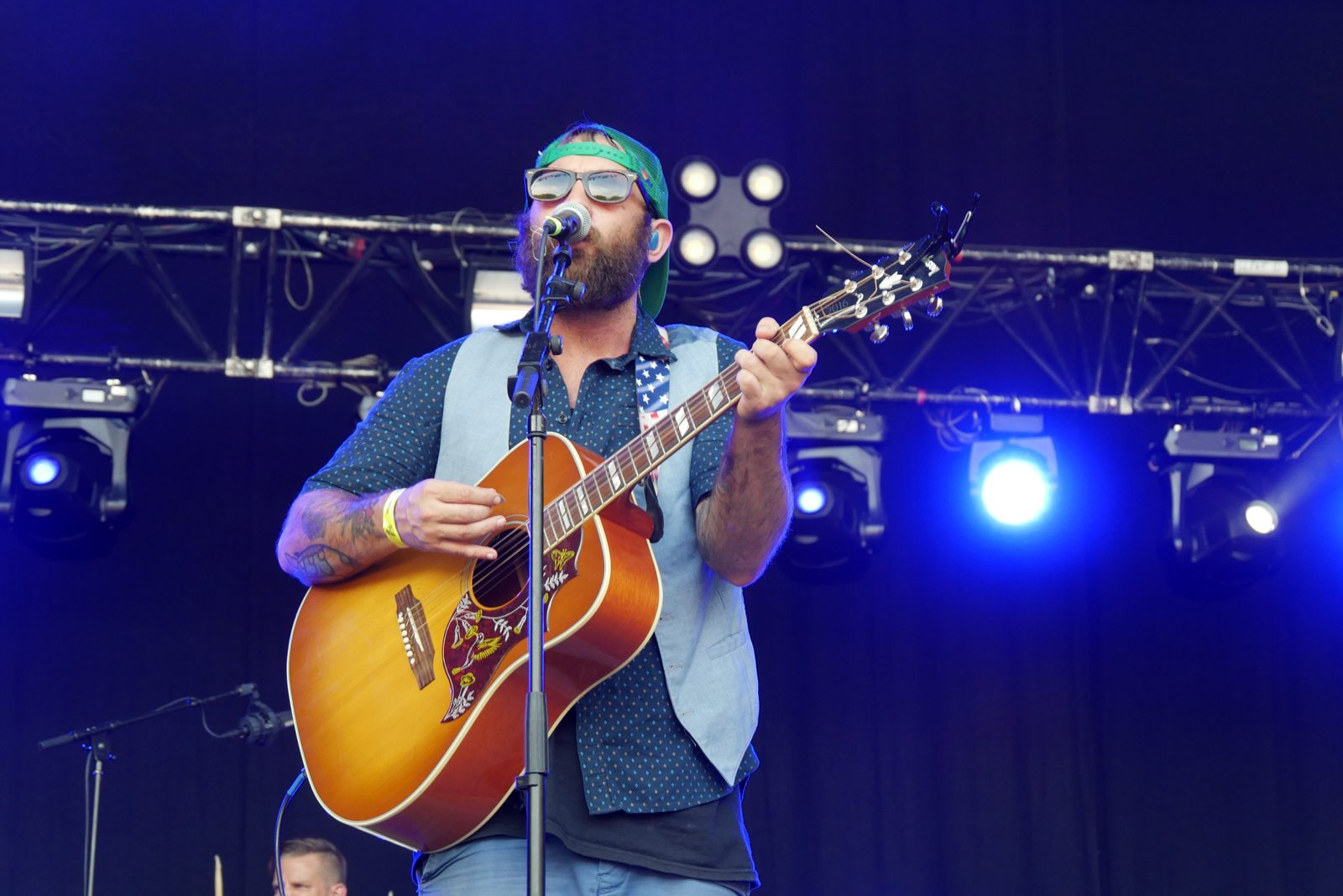 Simon Ward The Strumbellas live concert Rock en Seine 2016 festival paris stage photo usofparis blogjpg