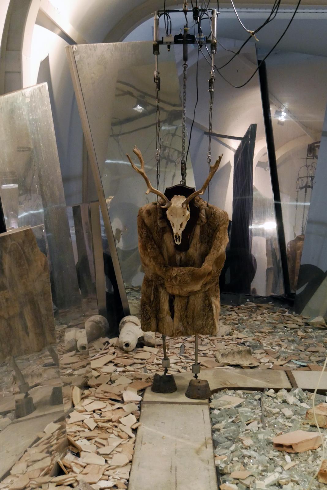 gilbert-peyre-j-ai-froid-1998-2000-electropneumatique-exposition-halle-saint-pierre-paris