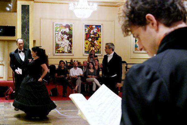 Les chanteurs en répétition