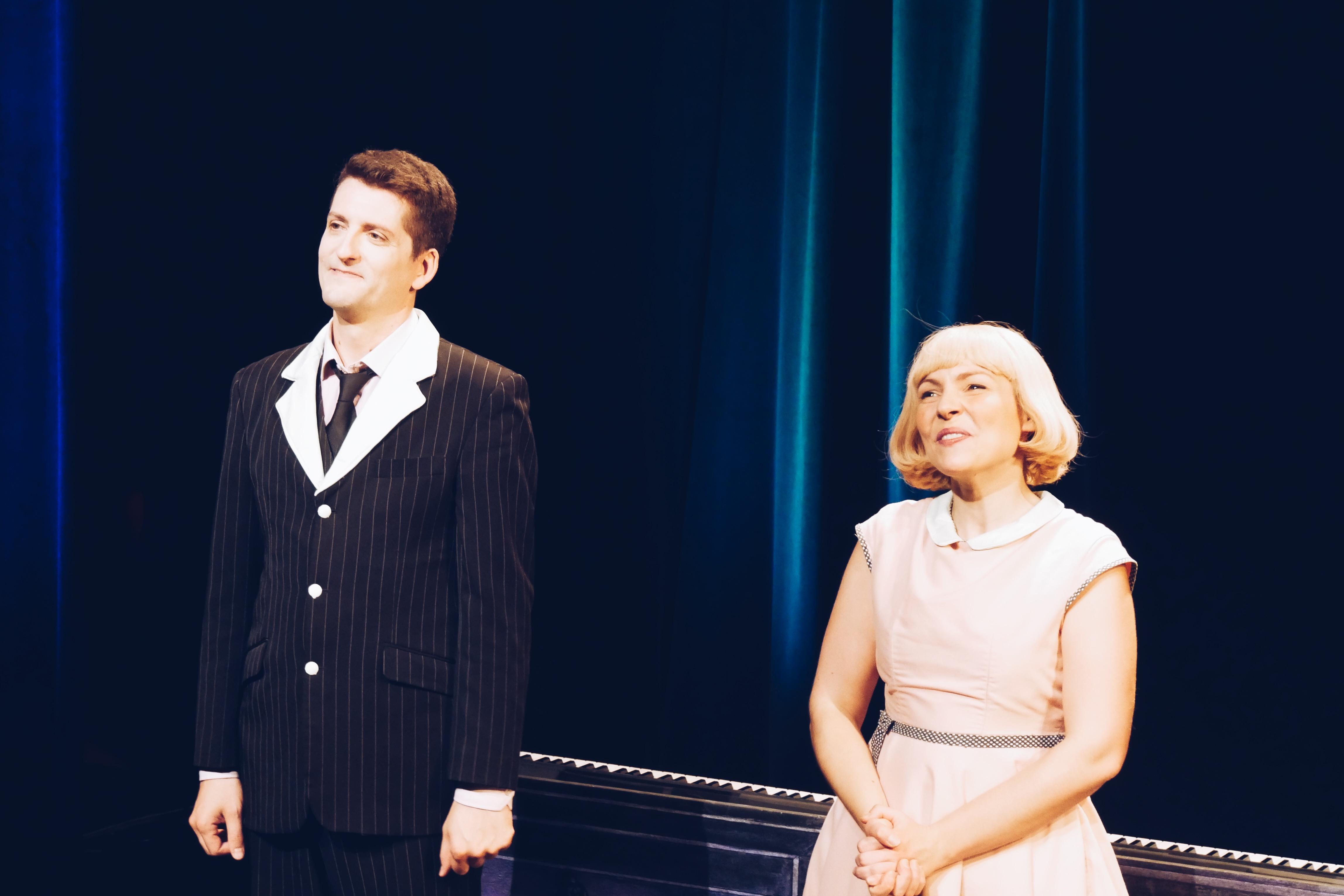 Naturellement-Belle-comédie-théâtrale-musicale-de-et-avec-Raphaël-Callandreau-et-Rachel-Pignot-photo-scène-UsofParis-blog