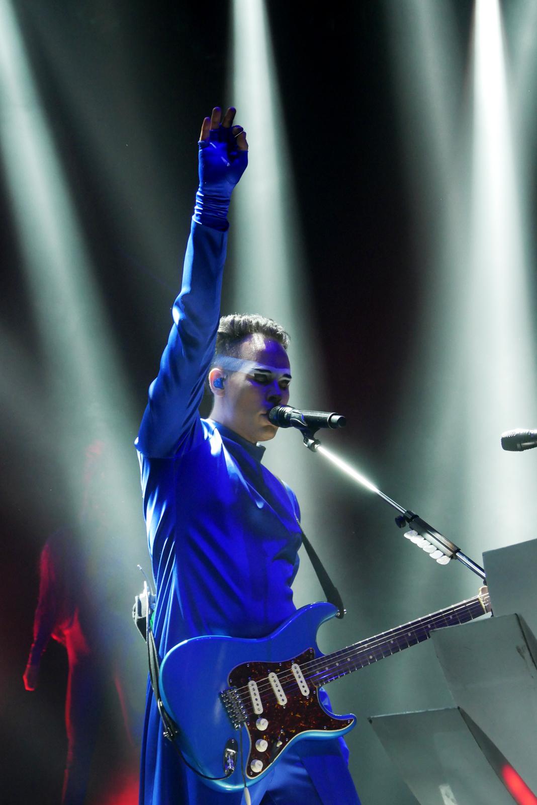 empire-of-the-sun-concert-paris-olympia-two-vines-tour-live-stage-photo-usofparis-blog