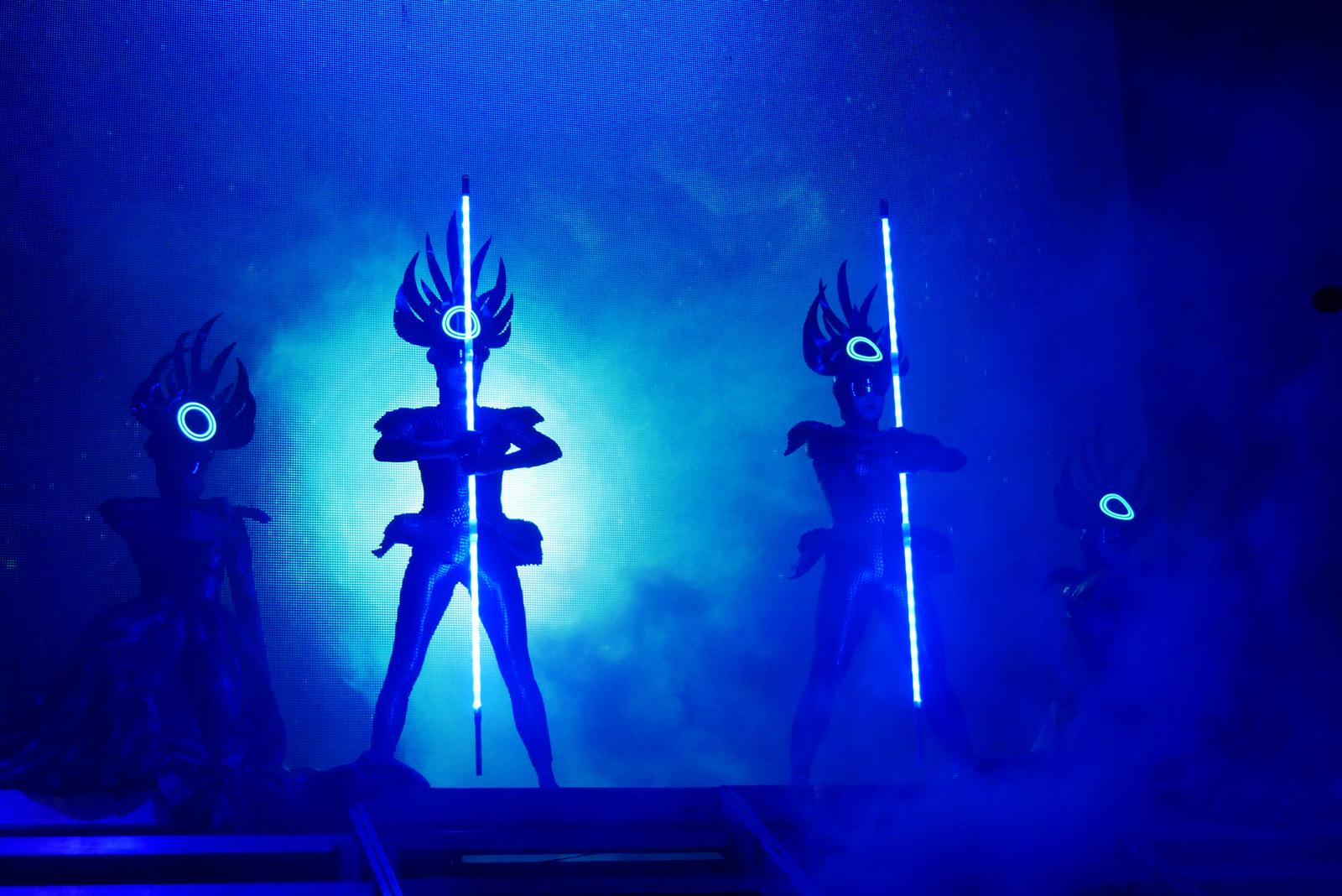 empire-of-the-sun-dancers-concert-paris-olympia-two-vines-tour-new-album-live-stage-photo-usofparis-blog