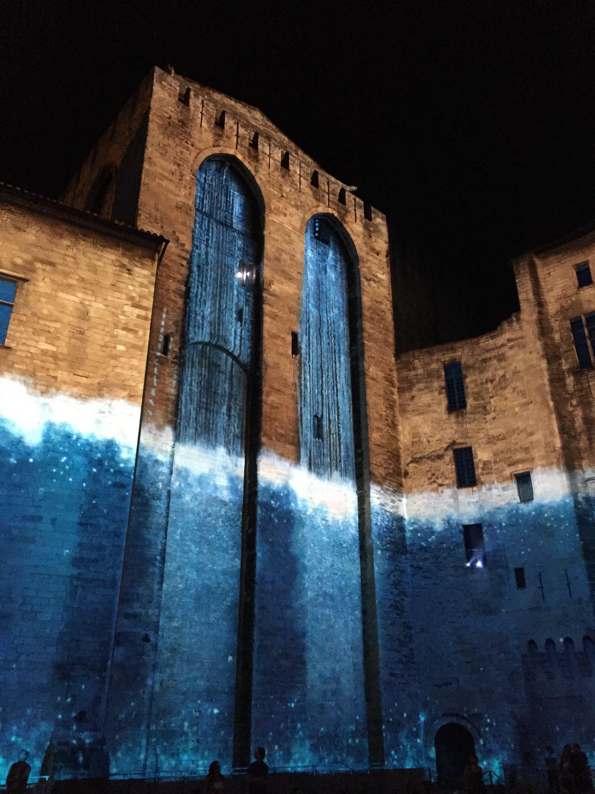les-luminessences-d-avignon-spectacle-monumental-palais-des-papes-nocturne-photo-usofparis-blog