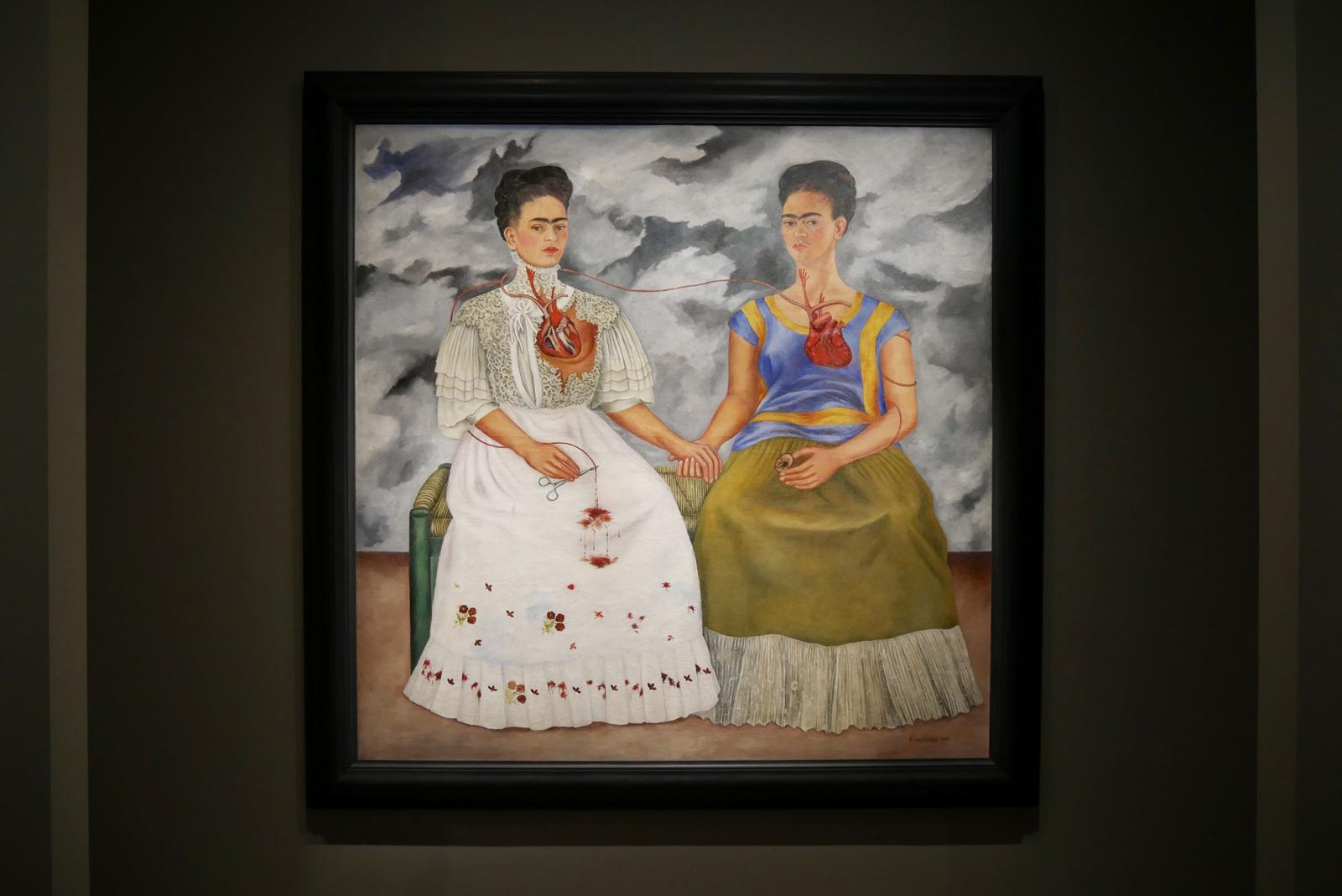 frida-kahlo-les-deux-frida-1939-mexico-inba-museo-de-arte-moderno-exposition-mexique-grand-palais-paris