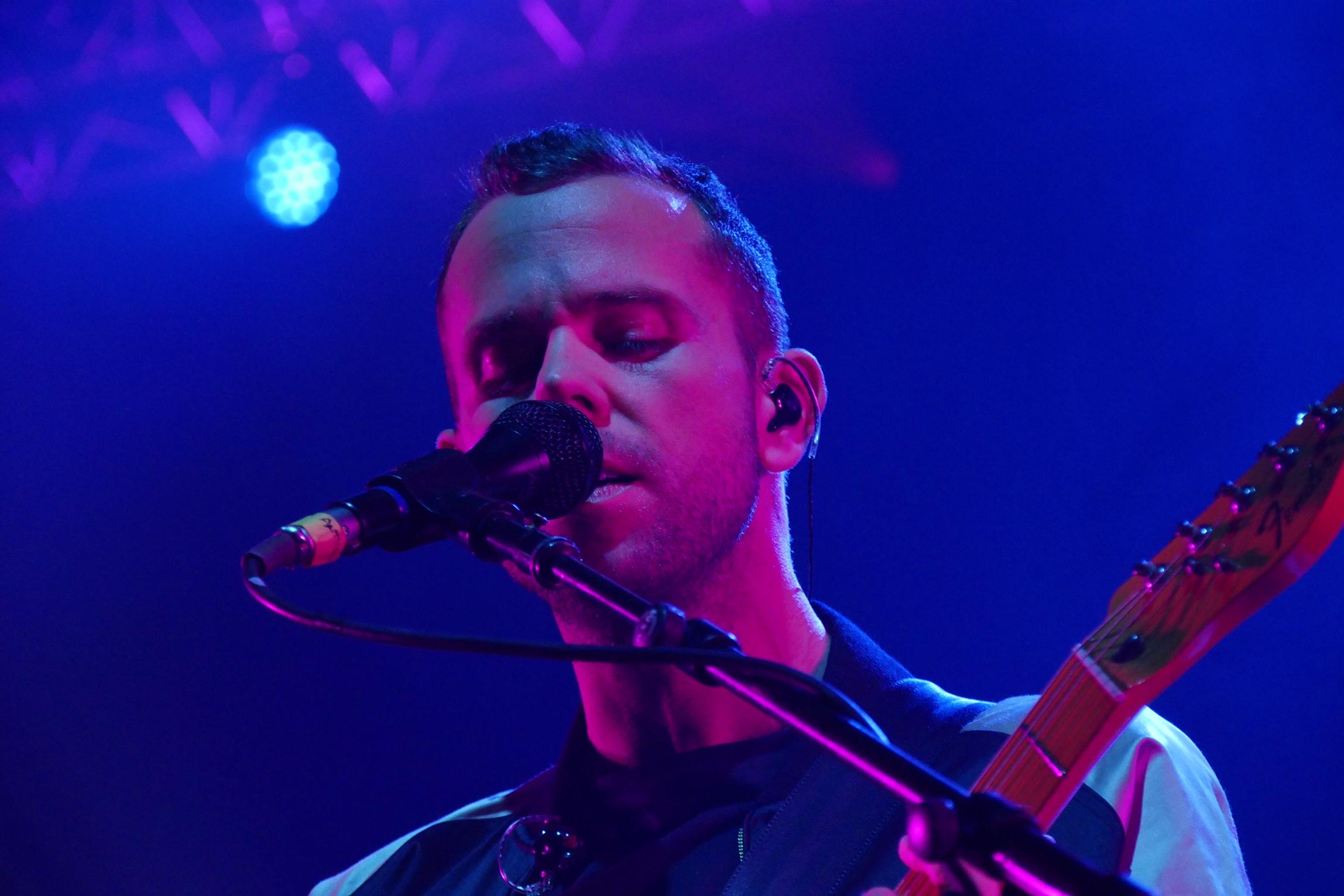 m83-anthony-gonzalez-reunion-junk-tour-live-concert-zenith-paris-photo-usofparis-blog