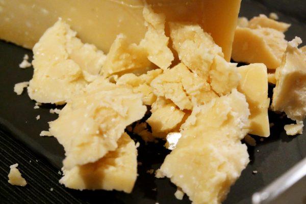 parmesan-degustation-champagnes-de-vignerons-avis-photo-by-blog-united-states-of-paris
