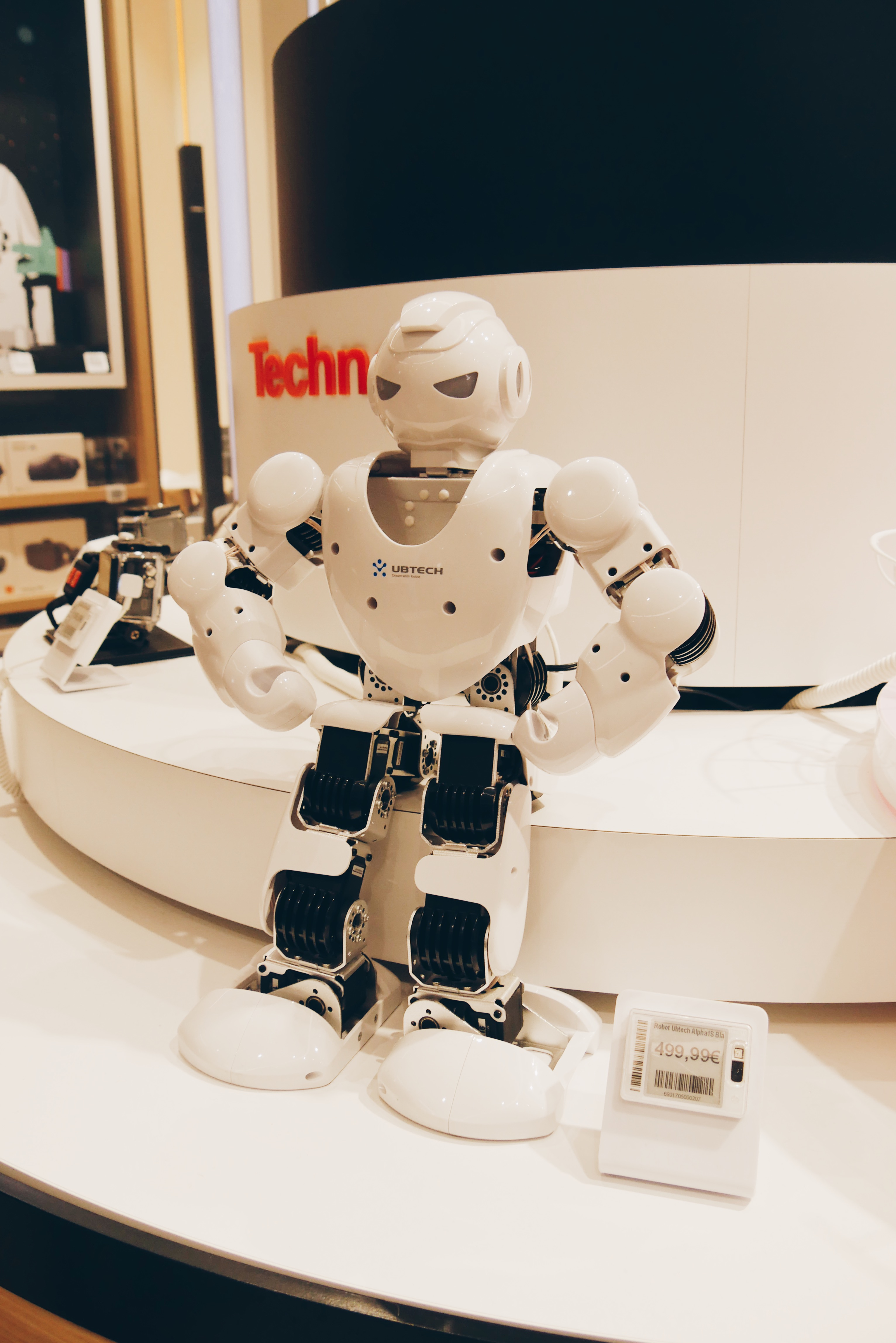 Robot-humanoide-Alpha-1S-UBTECH-boutique-Orange-Opéra-paris-photo-usofparis-blog