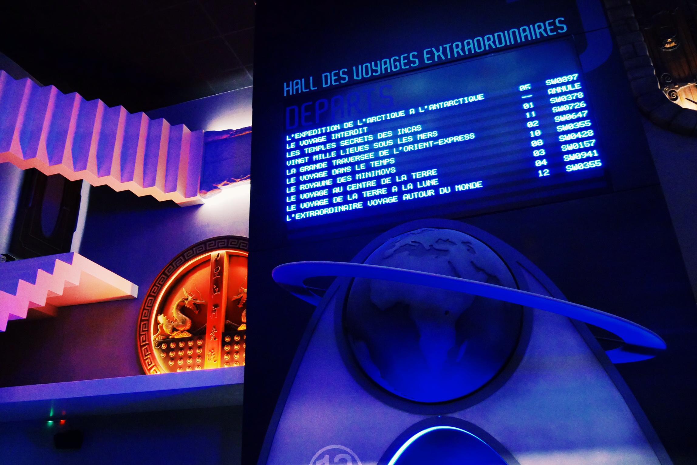 L-Extraordinaire-Voyage-Futuroscope-attraction-panneau-affichage-vols-accès-photo-usofparis-blog