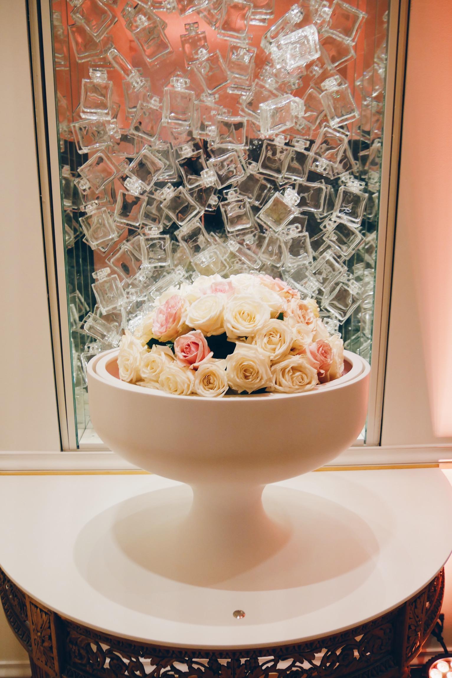 Le-Grand-Musée-du-Parfum-Paris-bouquet-de-roses-immersion-sensorielle-photo-usofparis-blog