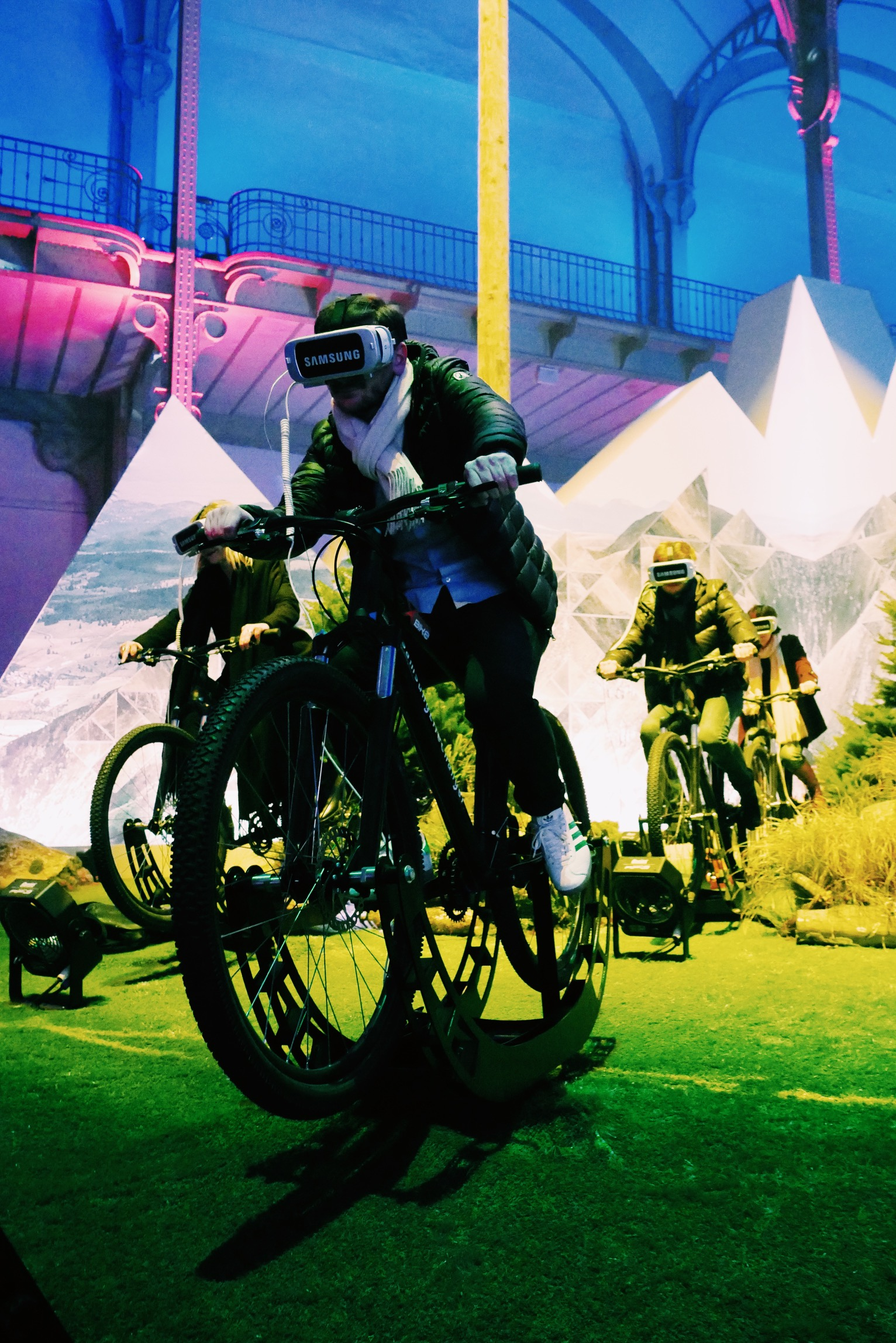 Moutain-Bike-Gear-VR-Samsung-Life-Changer-Park-parc-réalité-virtuelle-Grand-Palais-des-Glaces-Paris-photos-usofparis-blog