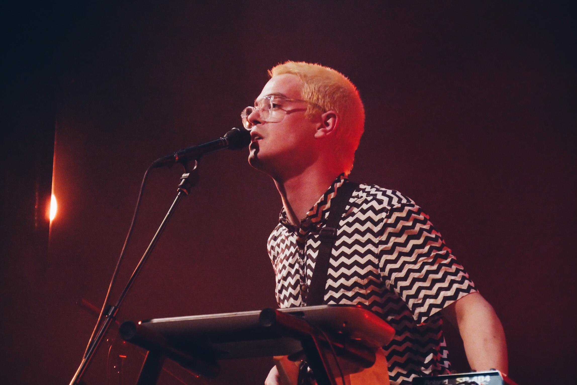 Rouge-Gorge-music-Robin-Poligné-concert-live-Les-Trans-Musicales-2016-festival-photo-scène-usofparis-blog.jpg