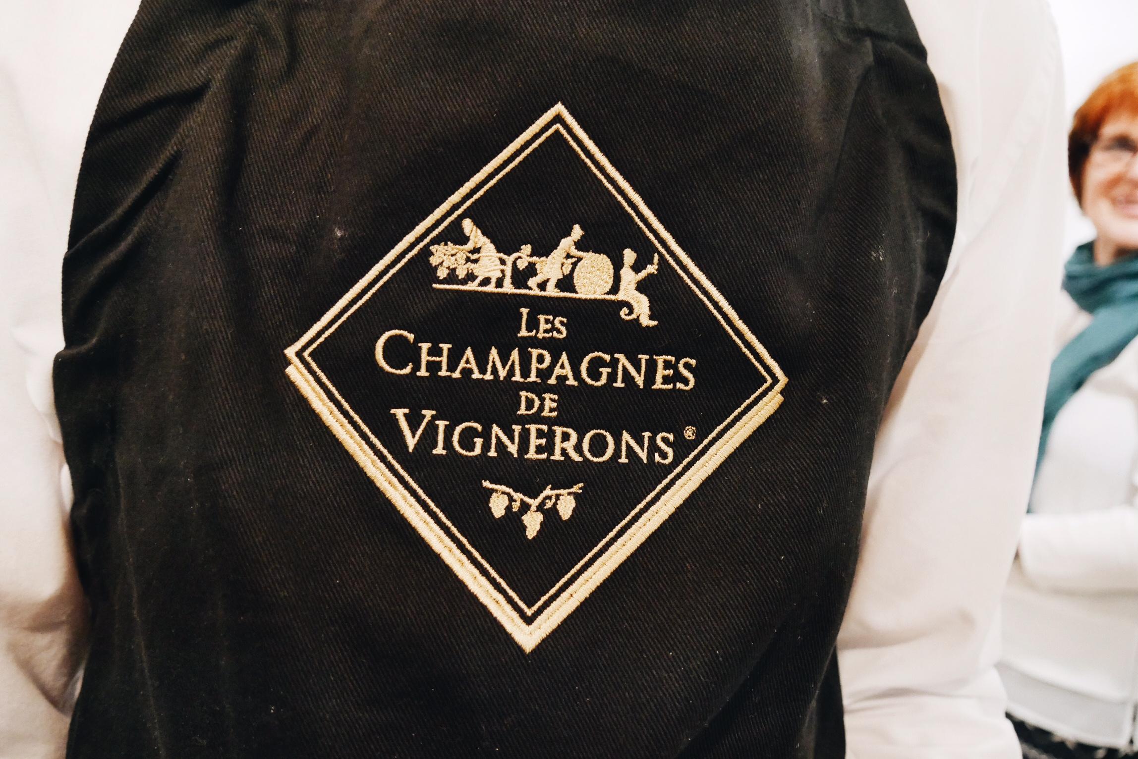 Tablier-les-champagnes-des-vignerons-pop-up-store-boutique-marais-paris-vente-champagne-photo-usofparis-blog