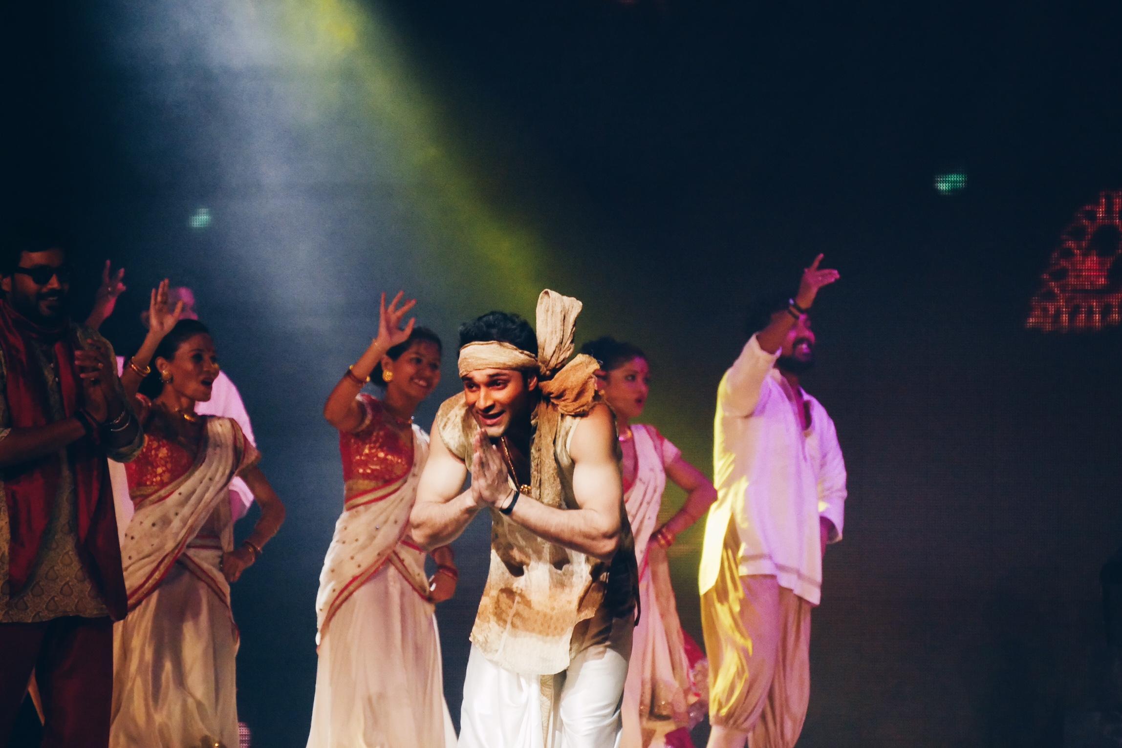 Bharati-2-spectacle-dans-le-palais-des-illusions-salut-grand-rex-paris-photo-usofparis-blog