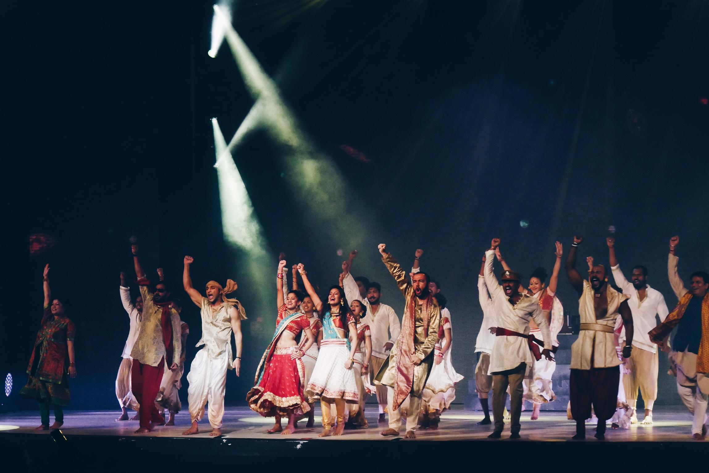 Bharati-2-spectacle-dans-le-palais-des-illusions-tournée-france-2017-stage-photo-scène-usofparis-blog