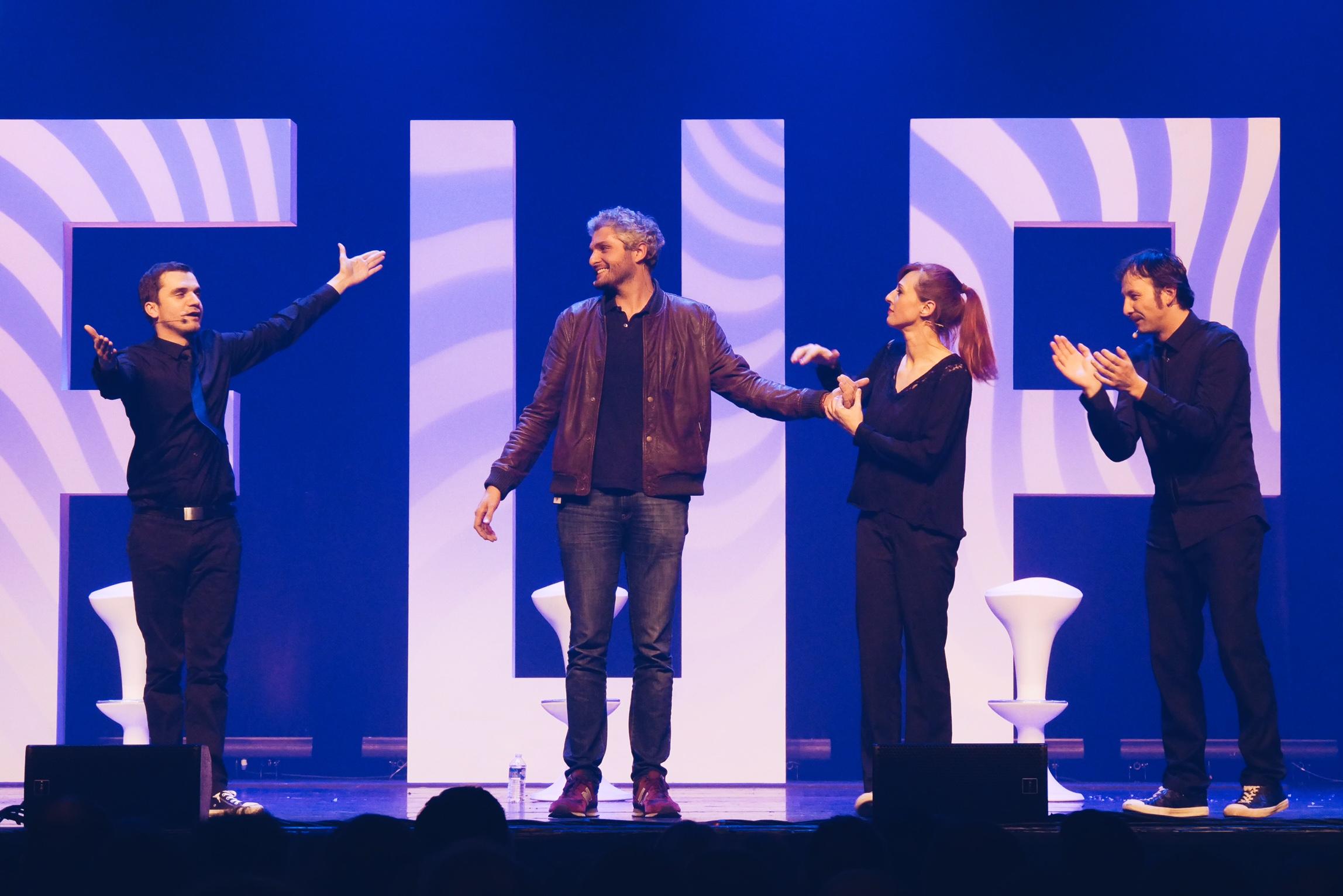 Le-Grand-Showtime-Pierre-Emmanuel-Barré-Julie-Muller-Astien-Bosche-Ludovic-Thievon-spectacle-impro-photo-usofparis-blog