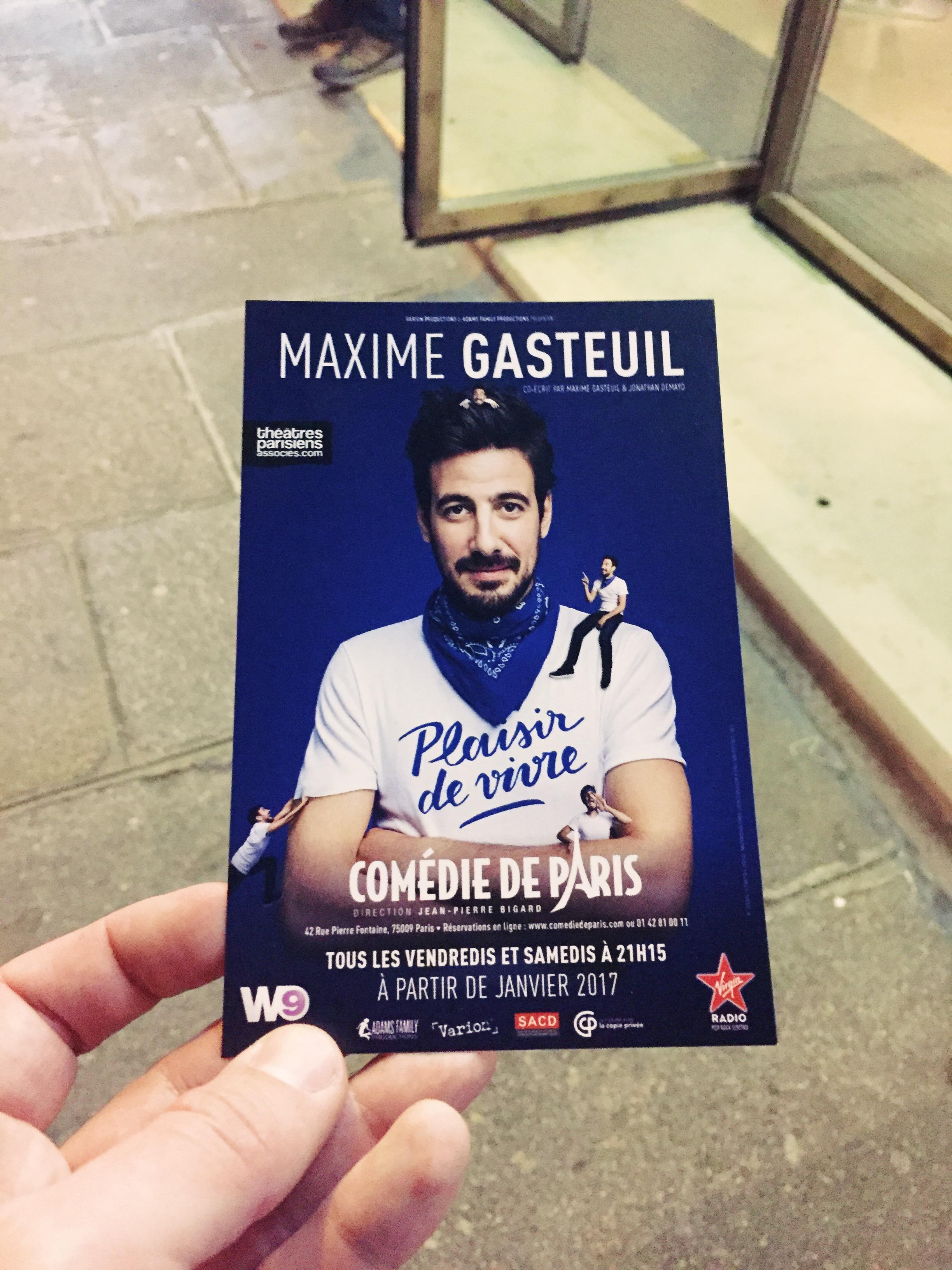 Maxime-Gasteuil-affiche-spectacle-Plaisir-de-vivre-Comédie-de-Paris-photo-flyer-usofparis-blog