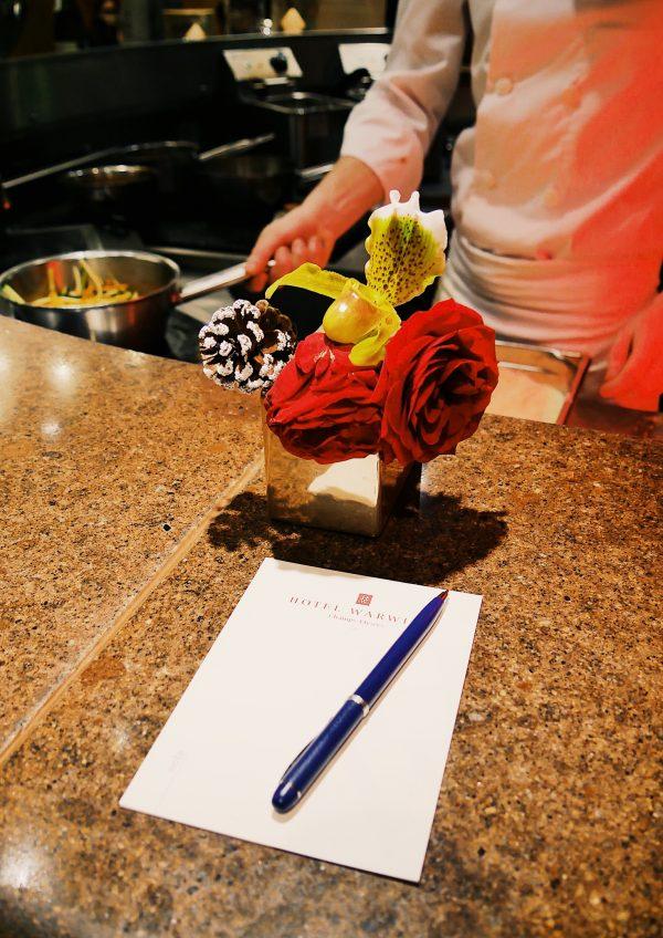 Restaurant-Le-W-Hotel-Warwick-Paris-comptoir-cuisine-ouverte-sur-salle-photo-usofparis-blog