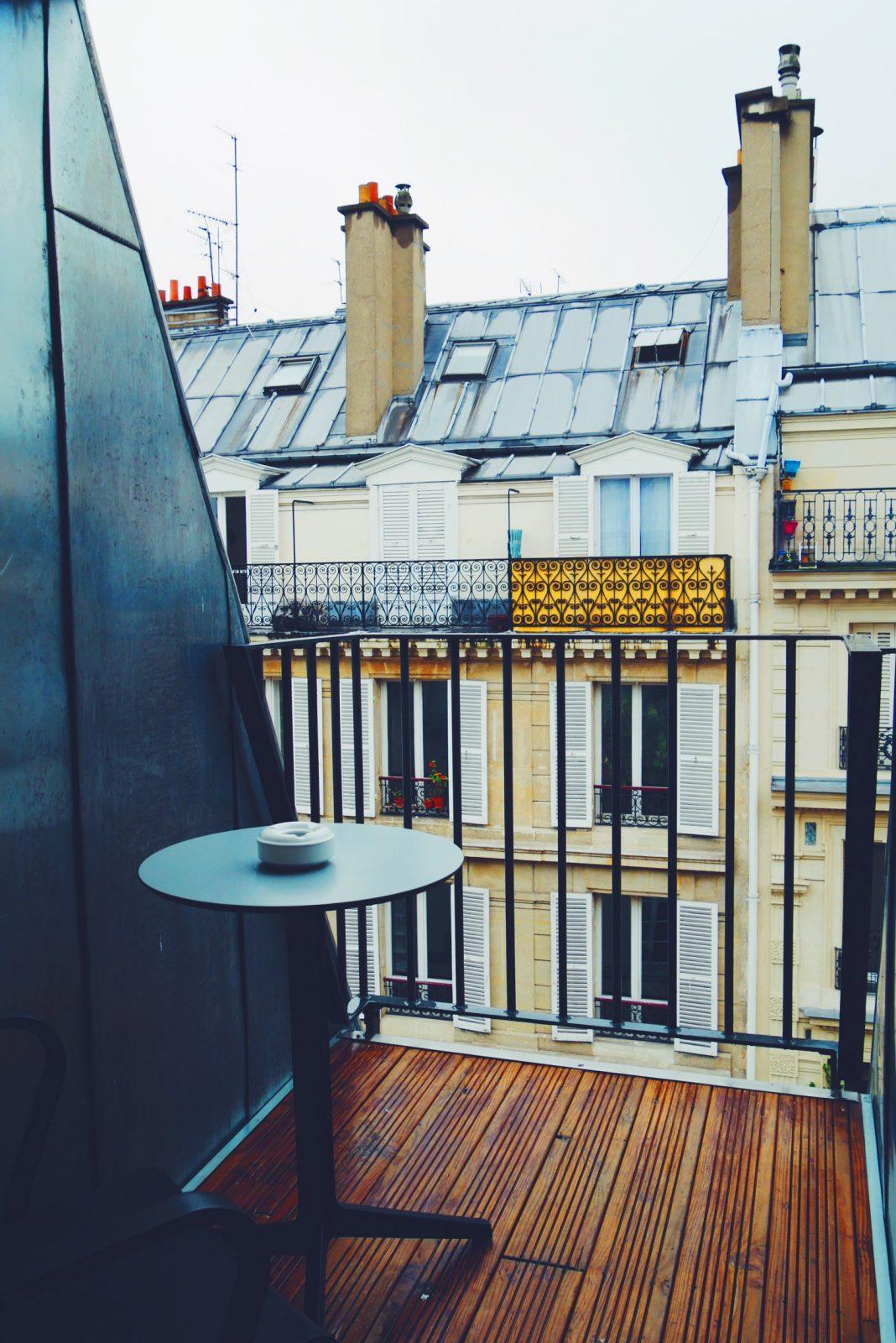 Boutique-Hôtel-La-Lanterne-paris-5e-vue-balcon-Chambre-mon-amour-myroomin-photo-usofparis-blog