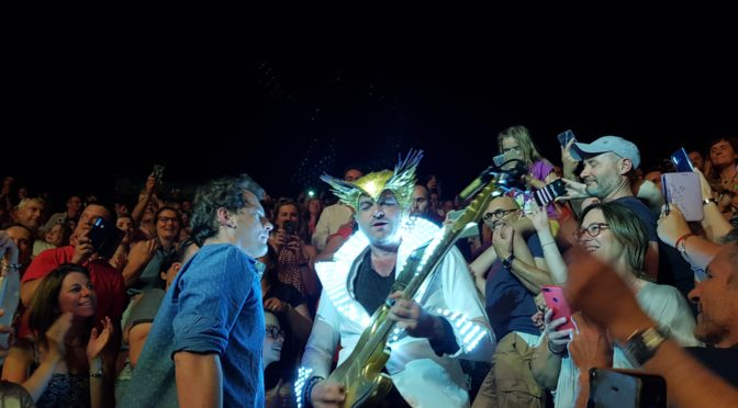 Matthieu Chedid -M- à Lyon : géant ! Lettre infinie part en festivals d'été