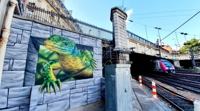 Street art à la Gare Saint-Lazare : Etien en impose avec son lézard