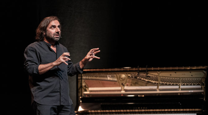 Le chant du périnée : André Manoukian jouisseur musical et passeur d'histoires